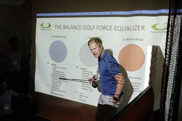 画像: ノルウェーで「バランスゴルフ」を主宰するエリック・ブロムクイスト。スウィングカタリストのアンバサダーとして来日し、ティーチングプロなどを対象にセミナーを実施した