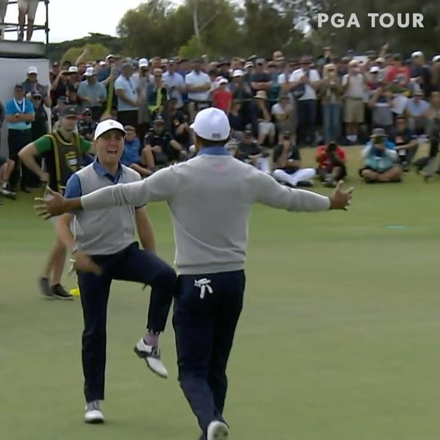"画像1: PGA TOUR on Instagram: ""CHILLS. @justinthomas34 and @tigerwoods win their second point of the @presidentscup. "" www.instagram.com"