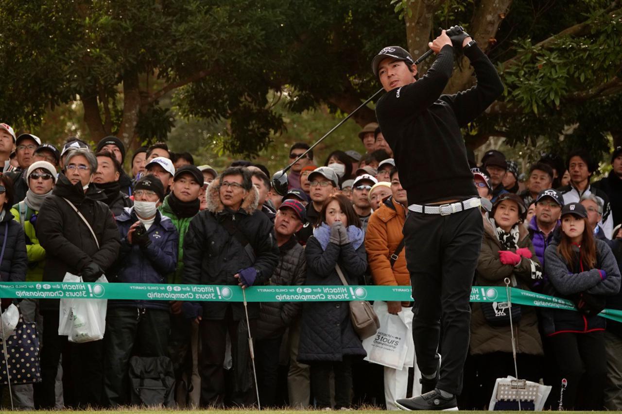 画像: 「遼くん頑張って~!」と、老若男女問わず人気者の石川遼。声援にも手を上げて答えていました