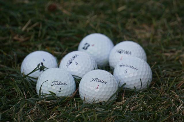 画像: どんなボールでも使い慣れることが重要。最低1年は同じボールを使い続ける覚悟が上達の第一歩となる。