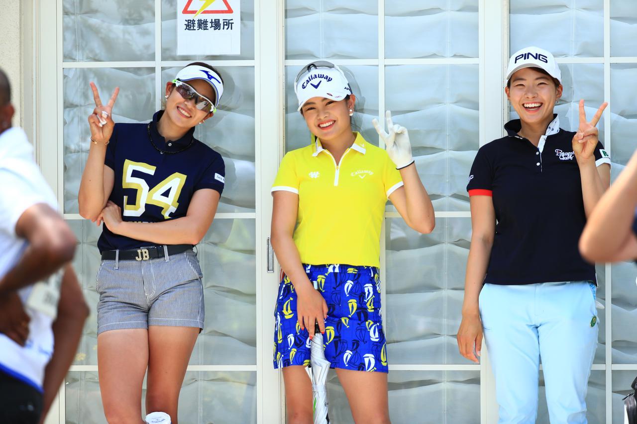 画像: 2019シーズンに初優勝を挙げた98年生まれの渋野日向子(右)、河本結(中)、99年2月生まれの原英莉花(左)の黄金世代