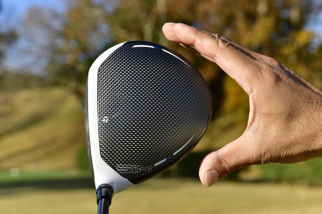 画像: 構えやすい形状でボールをしっかりつかまえてくれる「SIM MAX」