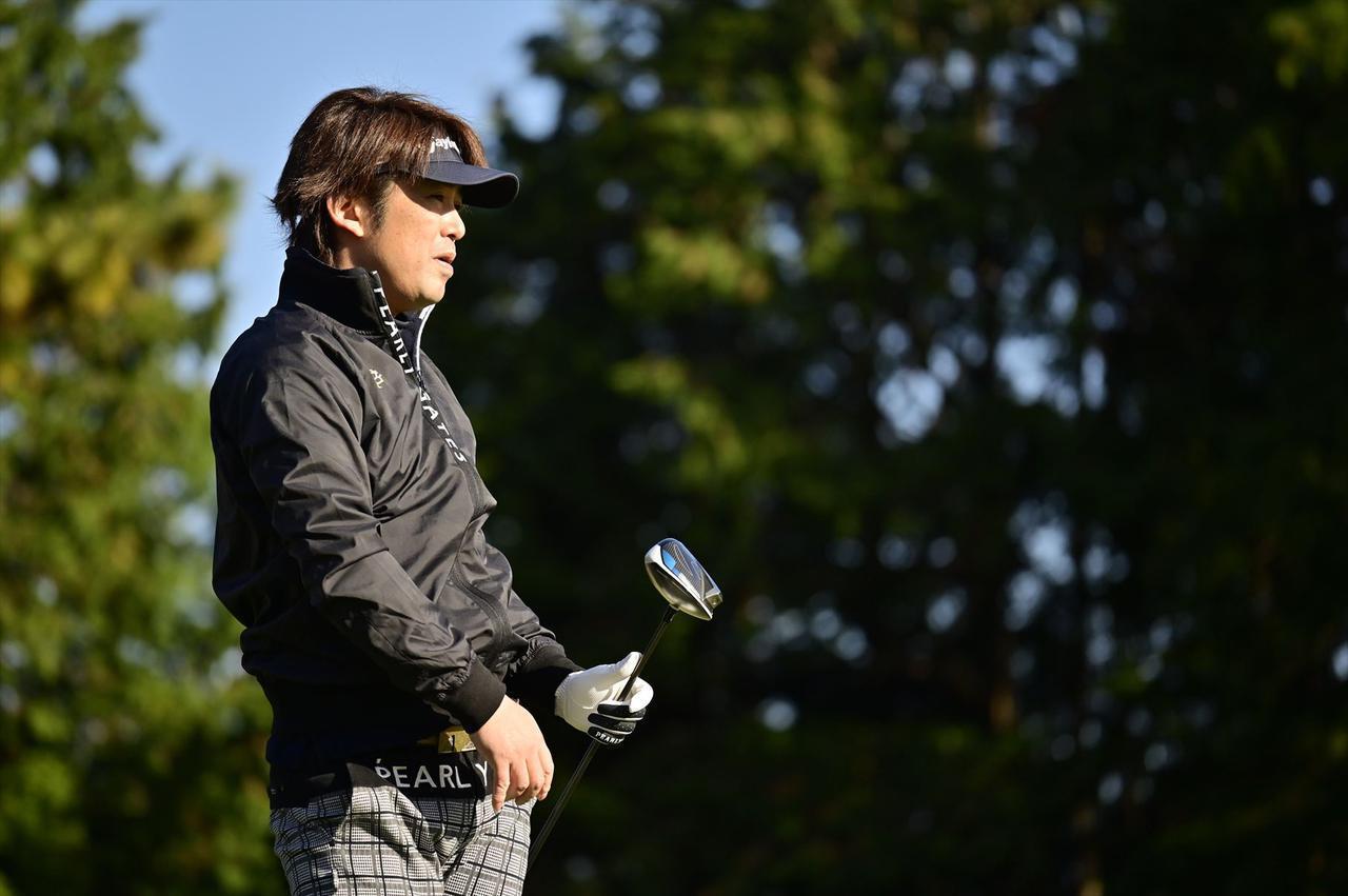 画像: 自分のクラブと比べて飛距離も出た岡田さん