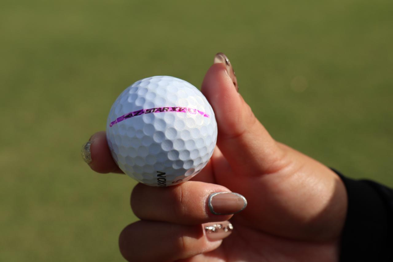 画像: 淺井が実際使用していたボール。ピンク色の線を引いていたが、可愛いから書いているだけと女性らしい意見だった