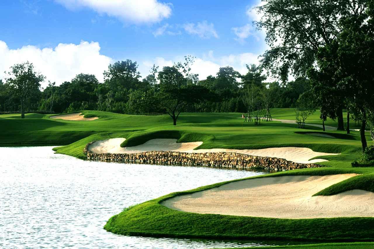 画像: 日本のコースよりもグリーン周りは難度が高いと評判のタイのゴルフコース(写真はシンハーGC)