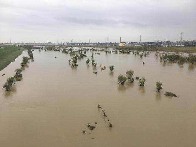 画像: 台風被災直後の戸田パブリックGC。コースの面影はほぼなく、川にしか見えない(同GC提供写真)