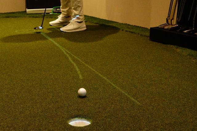 画像: スライスやフックラインでは、実際に打ち出すべき方向と強さ、実際に打ち出した球の軌道が即座にわかるため「カップに入れる」ためのイメージが作りやすくなる