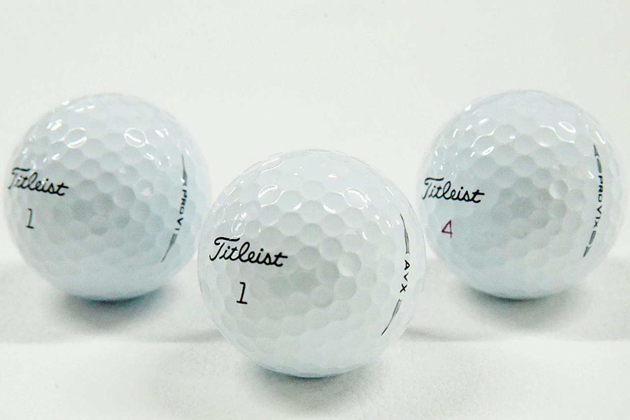 画像: 左からプロV1、新しくでたAVX、そしてプロV1x。どれもウレタン・エラストマーカバーを採用したボールだが……どう違う!?