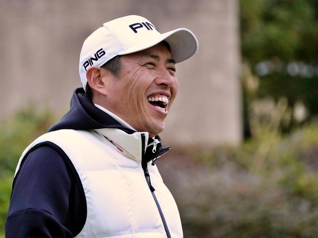 画像: 指導中も笑顔を見せる青木翔コーチ