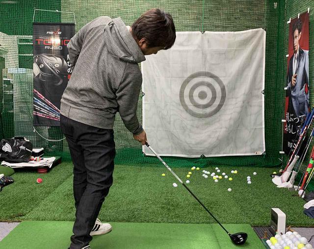 画像: 右肩がボールの方向を向いて、左肩は空のほうを向きます