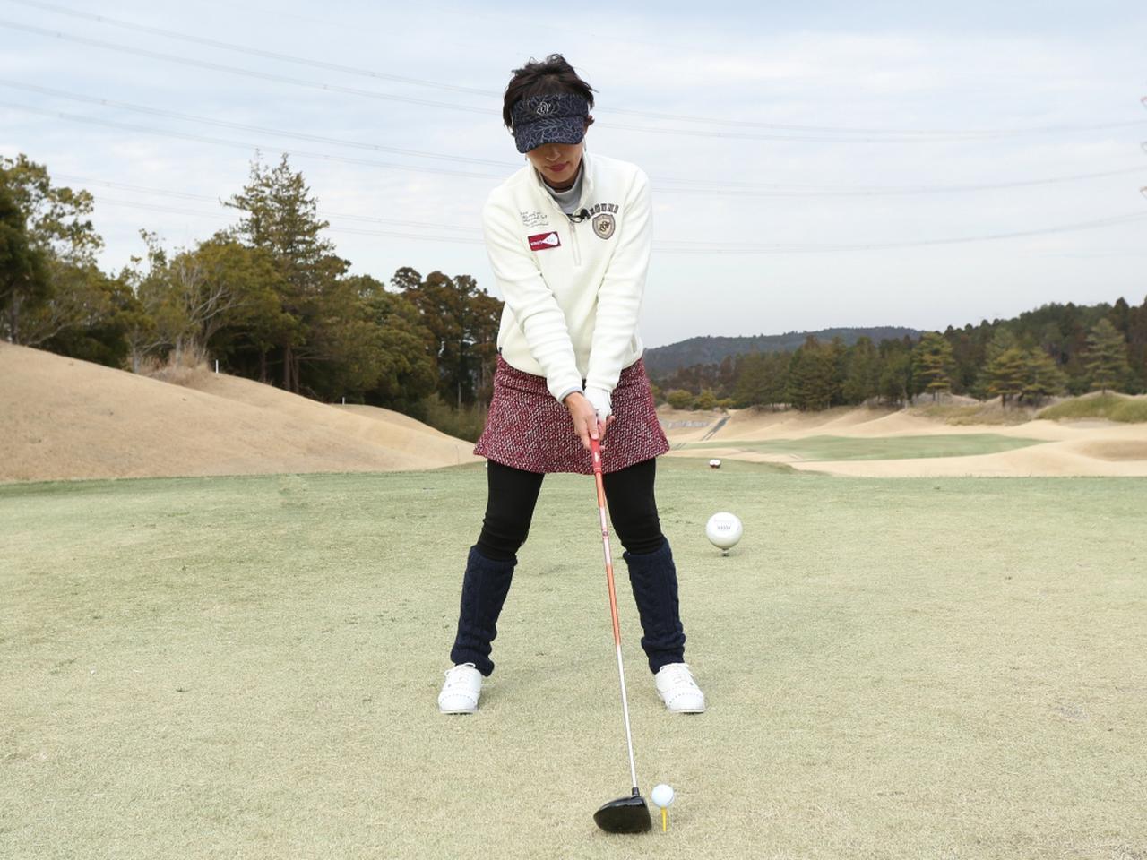 画像: 両足の体重配分は5:5。スタンス幅は肩幅より少し広めにしよう