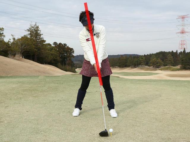 画像: 背骨(上半身)だけを少し体の右側へ傾けることでアッパーブローでインパクトできる