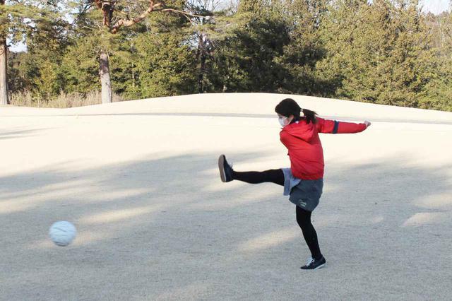 画像: 前田さんのアドバイスで少しづつボールが前に進むようになったS子