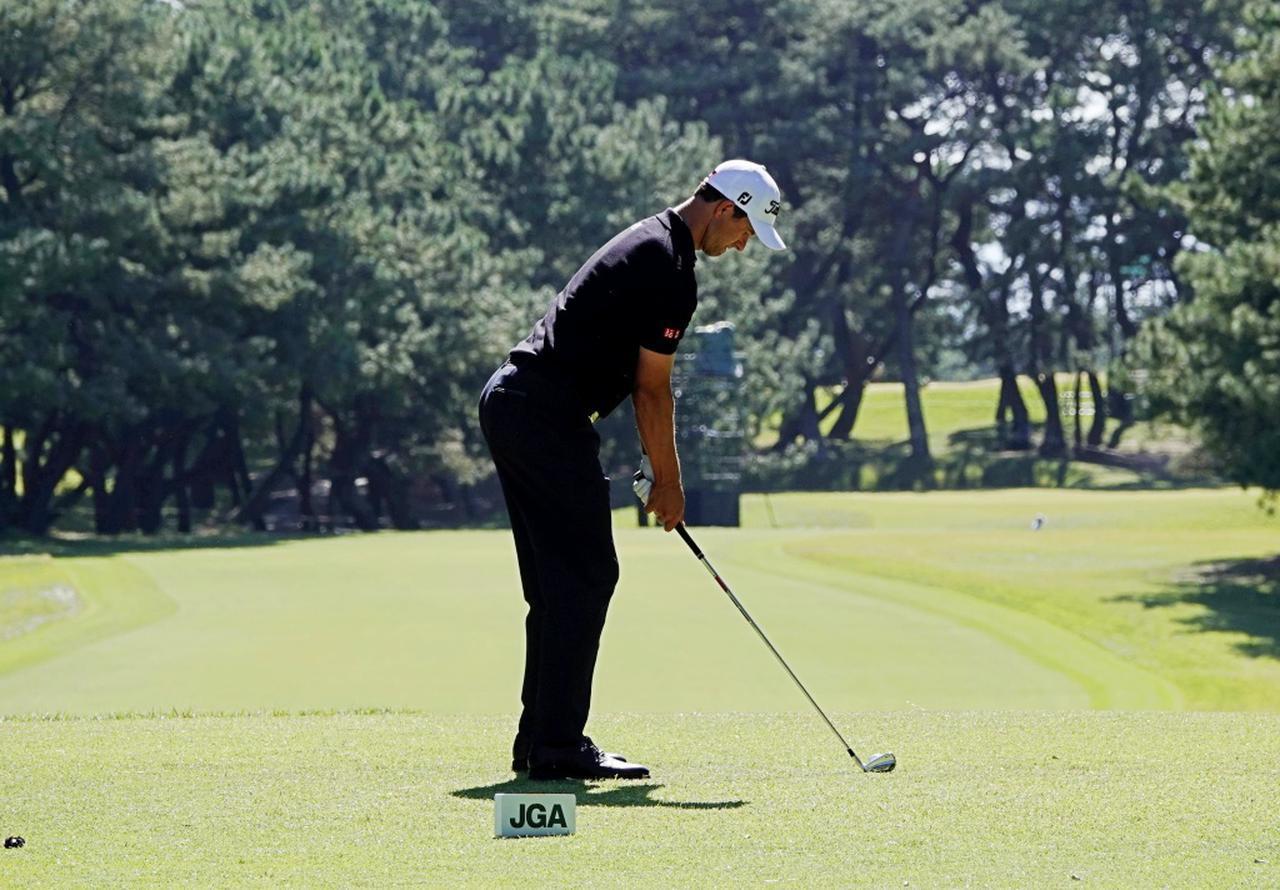 画像: 画像A:腰の位置を高くややつま先寄りの重心で構える(写真は2019年の日本オープン)