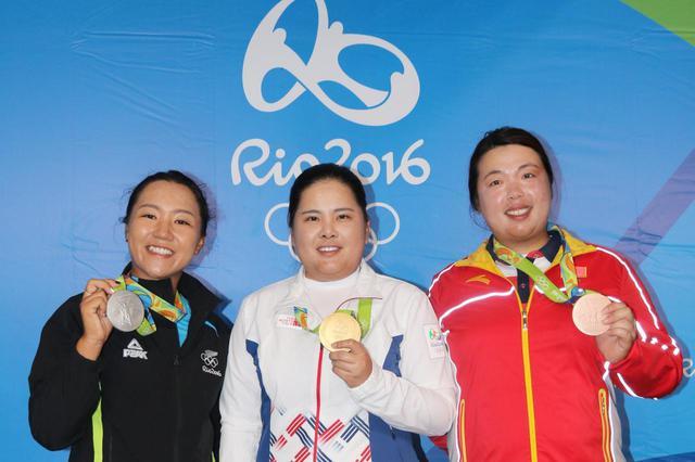 画像: 2016年のリオ五輪で金メダリストに輝いたパク・インビ(中)、銀メダルのリディア・コー(左)、銅メダルのフォン・シャンシャン(右)