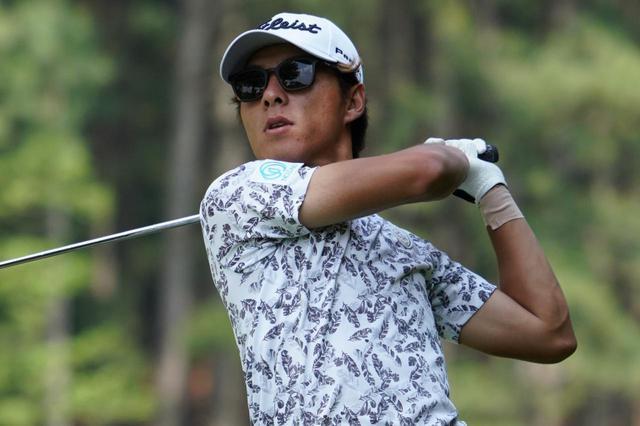 画像: 悪天候のなか2日間トータル8アンダーを叩き出した竹内廉(写真は2019年の日本ゴルフツアー選手権)