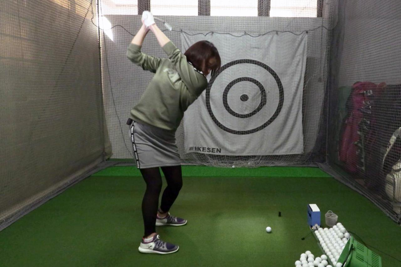 Images : 7番目の画像 - 秋山真凜の7番アイアン連続写真 - みんなのゴルフダイジェスト