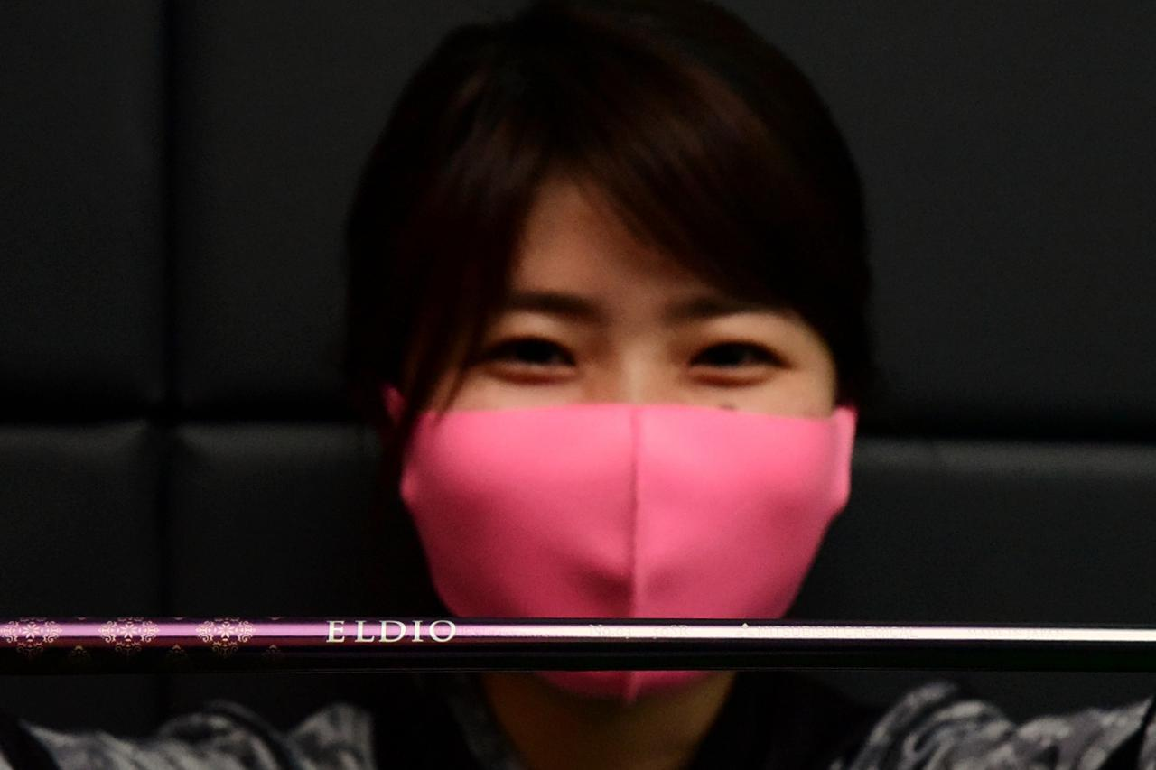画像: エルディオNO.03は鮮やかなピンク(マゼンタ)を選びました!S子のピンク色のマスクとナイスコーデですね!(笑)