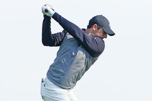 画像: ロリ―・マキロイのドライバーショットの切り返し。上半身が約90度回ったところからダウンスウィングに向かっている(写真は2019年の全米プロゴルフ選手権 撮影/姉崎正)