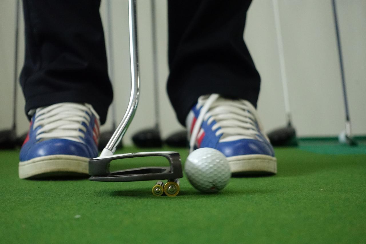 画像: 大学教授の大発見! パターを「12ミリ」浮かせて打つと、入ります【濱部教授のパットの授業】 - みんなのゴルフダイジェスト