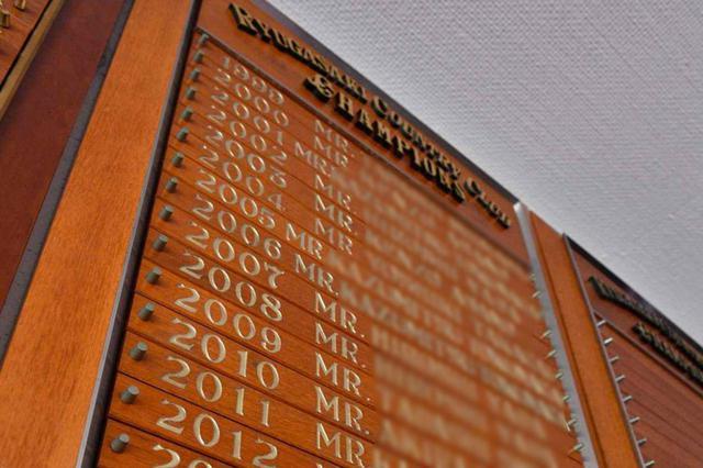 画像: 写真は龍ヶ崎カントリークラブのチャンピオンボード。クラブ選手権で優勝すると名前が刻まれる。名門コースのクラチャンとなれば、もちろん名誉なことだ(撮影/増田保雄)