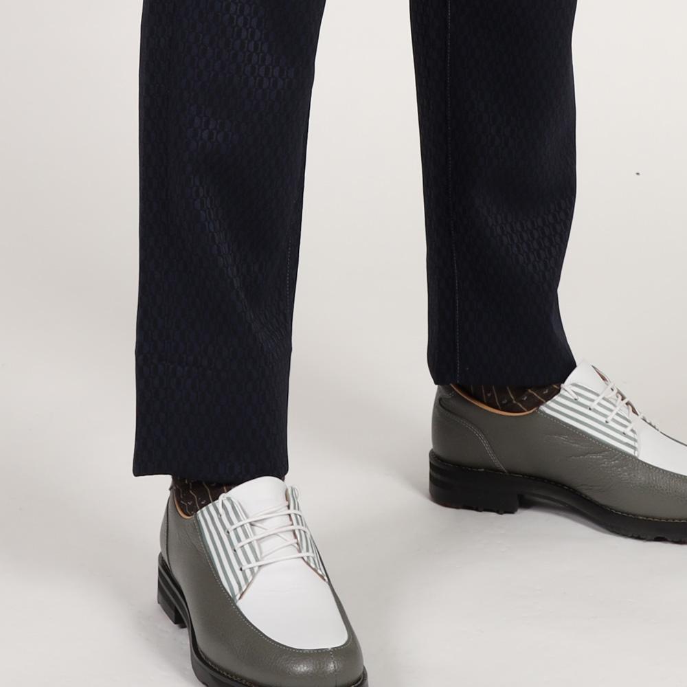 画像: いつもは履かない方でも細身のパンツにチャレンジしてみては? シューズの汚れにも気を配りたい
