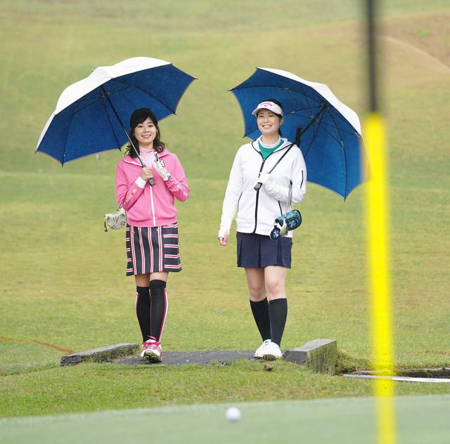 画像: 「雨が強くなってきたわ」「ボールが全然転がらないわね」