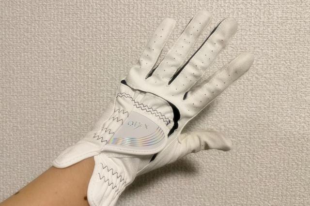画像: ハンドソープで洗って2日間部屋干ししたグローブ。着け心地も変わらないんですよ~!