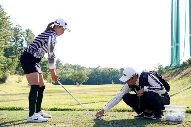 画像: コーチは、コーチングとティーチングどちらも理解し使いこなせなくてはいけないと青木はいう(写真は2019年の LPGAツアーチャンピオンシップリコーカップ 撮影/岡沢裕行)