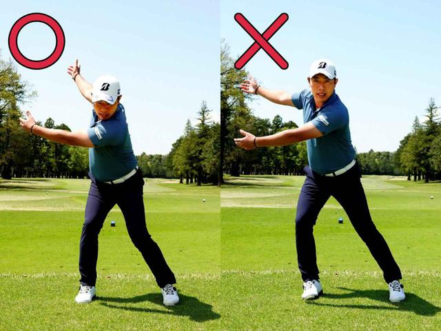 画像: テークバックでは右足の内側が浮かないようにしっかりと踏ん張って切り返しの準備をするのが正解(写真右)