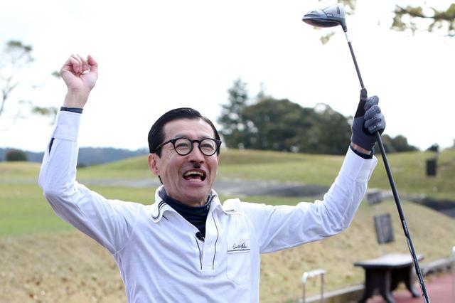 画像: 喜ぶジョニ男。飛距離の計測値が辛口だといじけていたが、最後はご機嫌に