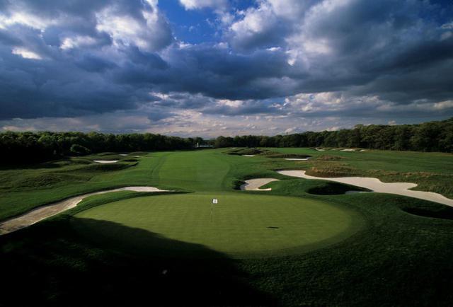 画像: 2019年全米プロゴルフ選手権の開催コースともなったベスページブラックコース。4月末から営業を再開