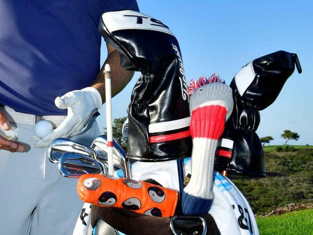 画像: クラブヘッドを保護するために装着するヘッドカバー(写真はジョーダン・スピースのキャディバッグ)
