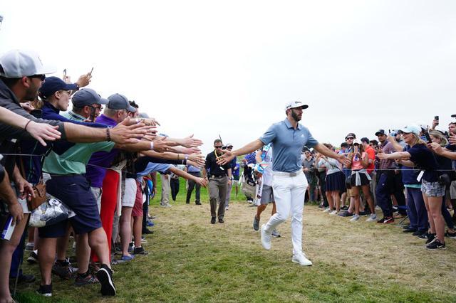 画像: ダスティン・ジョンソンの追い上げにギャラリーは大盛り上がり(2019年の全米プロゴルフ選手権 撮影/姉崎正)