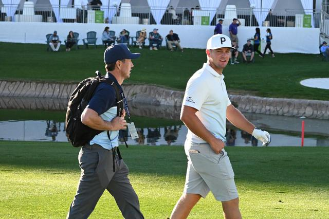 """画像: クリス・コモは""""ゴルフの科学者""""ブライソン・デシャンボ―を指導してる"""