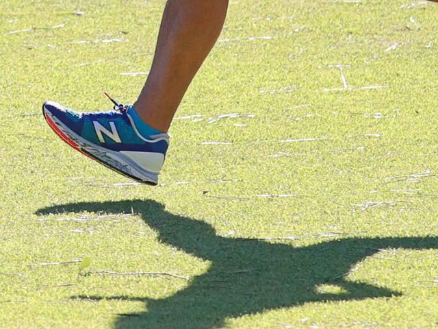 画像: 最初の3歩だけ全力で走る「3歩ダッシュ」を繰り返すことで、足が速くなるための腕の振りや足運びが身につくと吉松氏は言う(写真はイメージ 撮影/姉崎正)