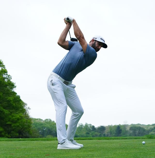 画像: トップで左手首が手のひら側に折れる形が特徴的(写真は2019年の全米プロゴルフ選手権 写真/姉崎正)