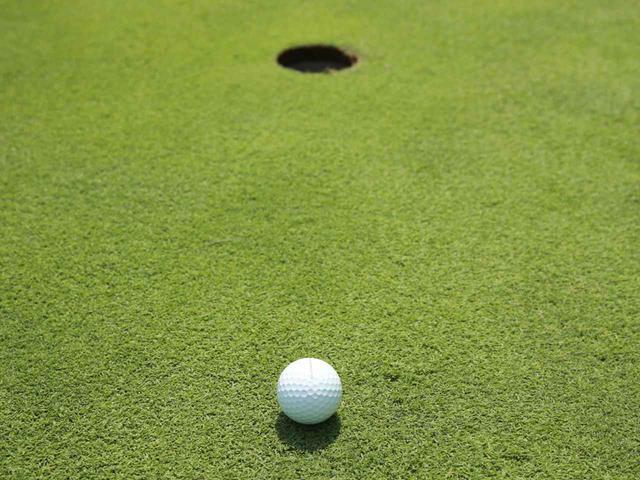 画像: アプローチ、パットを打つ際は、次打でどんなラインのパットを打つことになるのかを考えてみよう(撮影/姉崎正)