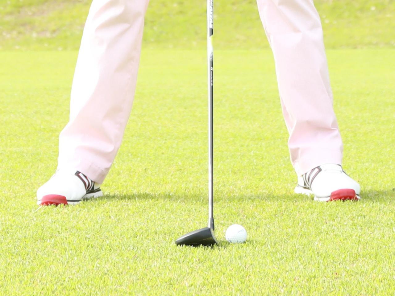 画像: フラットもしくは左足上がりのライで、フェアウェイまたは浅いラフでボールがティアップ状態になっていること。以上がフェアウェイウッドを使っていい状況だ(撮影/姉崎正)