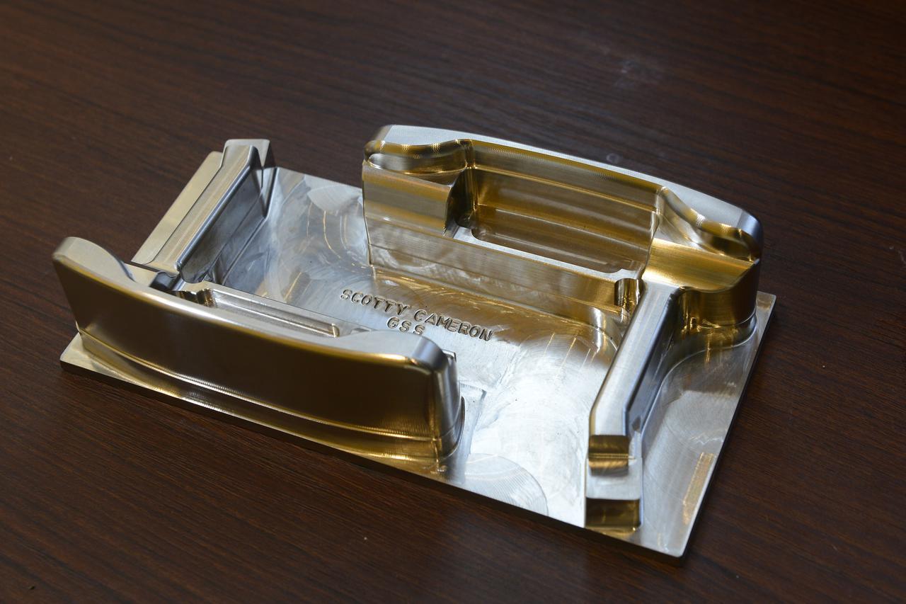 画像: 350グラムを標準の重量にしたスコッティ・キャメロンのパター「ニューポート」