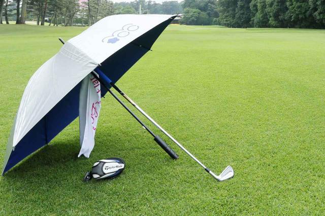画像: 雨の日のゴルフでもいいスコアでプレーするためには?(撮影/小林司)