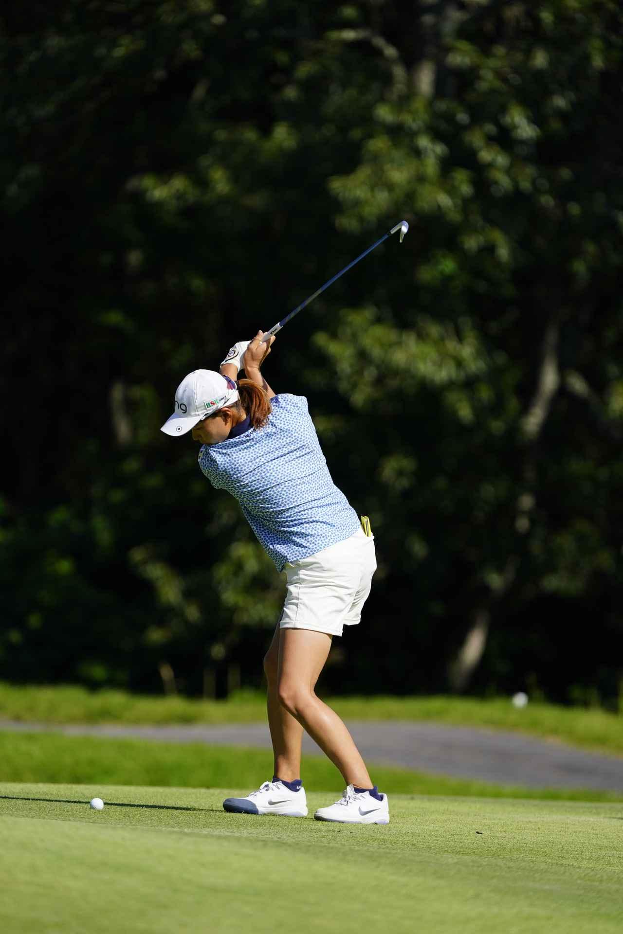 Images : 8番目の画像 - 渋野日向子 アイアン連続写真 - みんなのゴルフダイジェスト