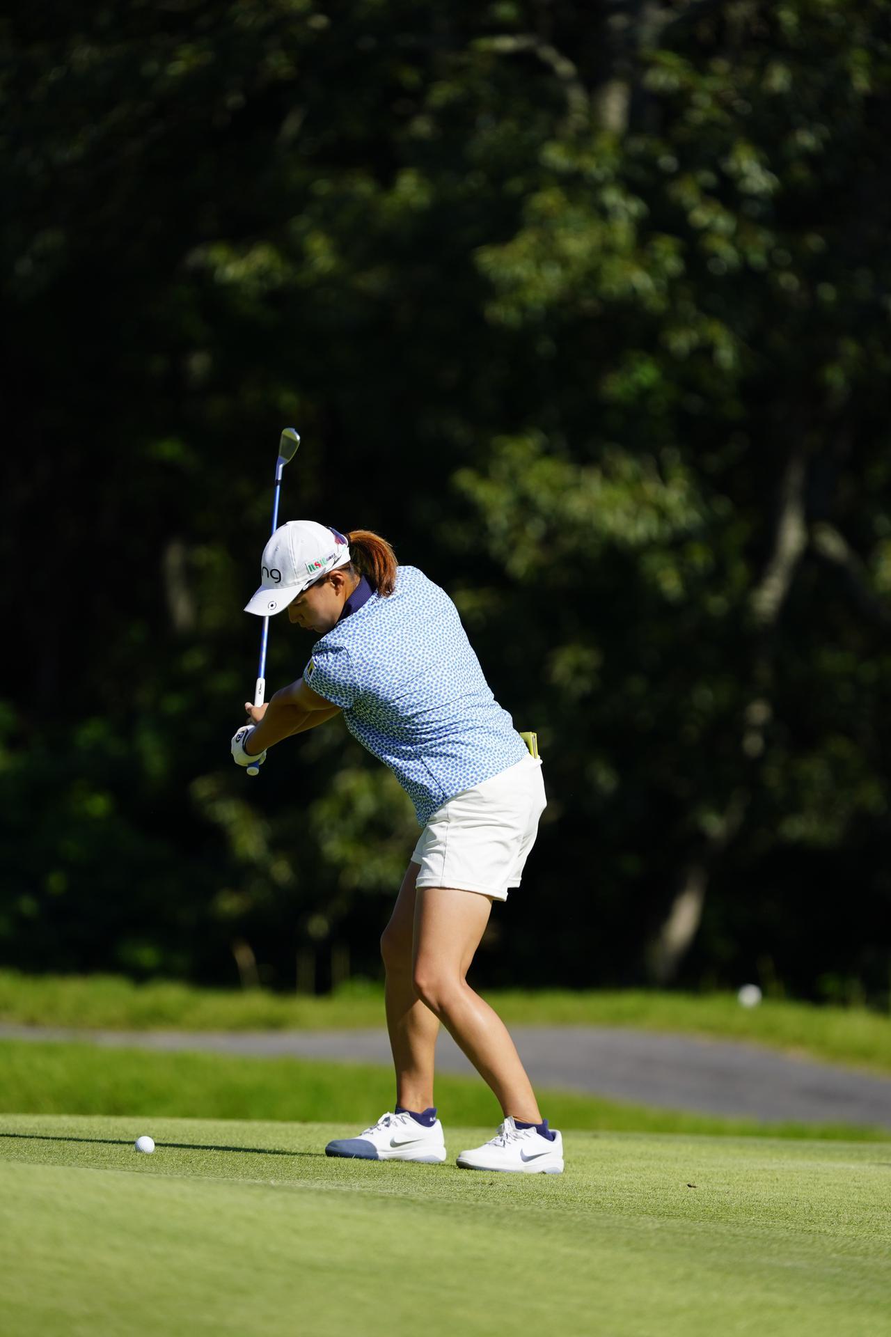 Images : 4番目の画像 - 渋野日向子 アイアン連続写真 - みんなのゴルフダイジェスト
