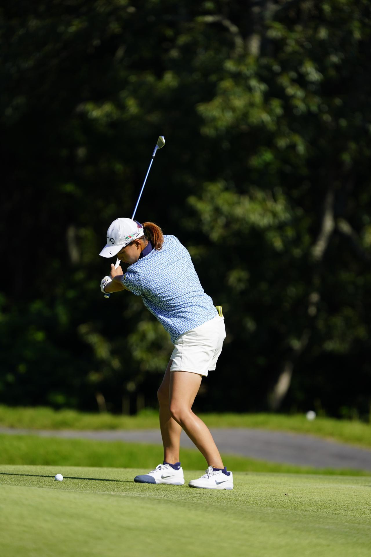Images : 5番目の画像 - 渋野日向子 アイアン連続写真 - みんなのゴルフダイジェスト