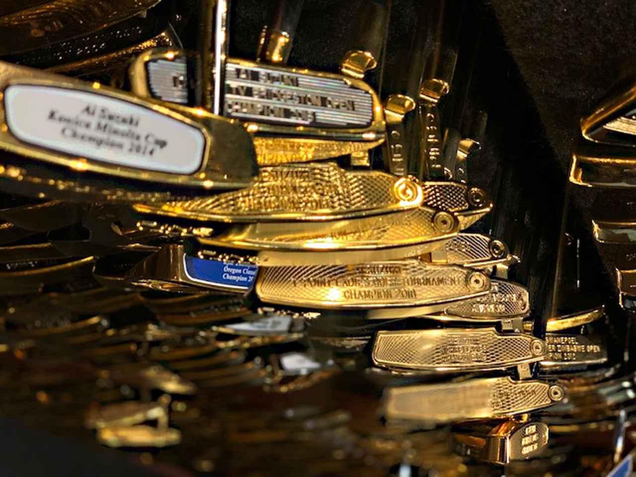 画像: 通算16勝を誇る鈴木愛のゴールドパターは16本貯蔵されている(写真提供/ピン社)