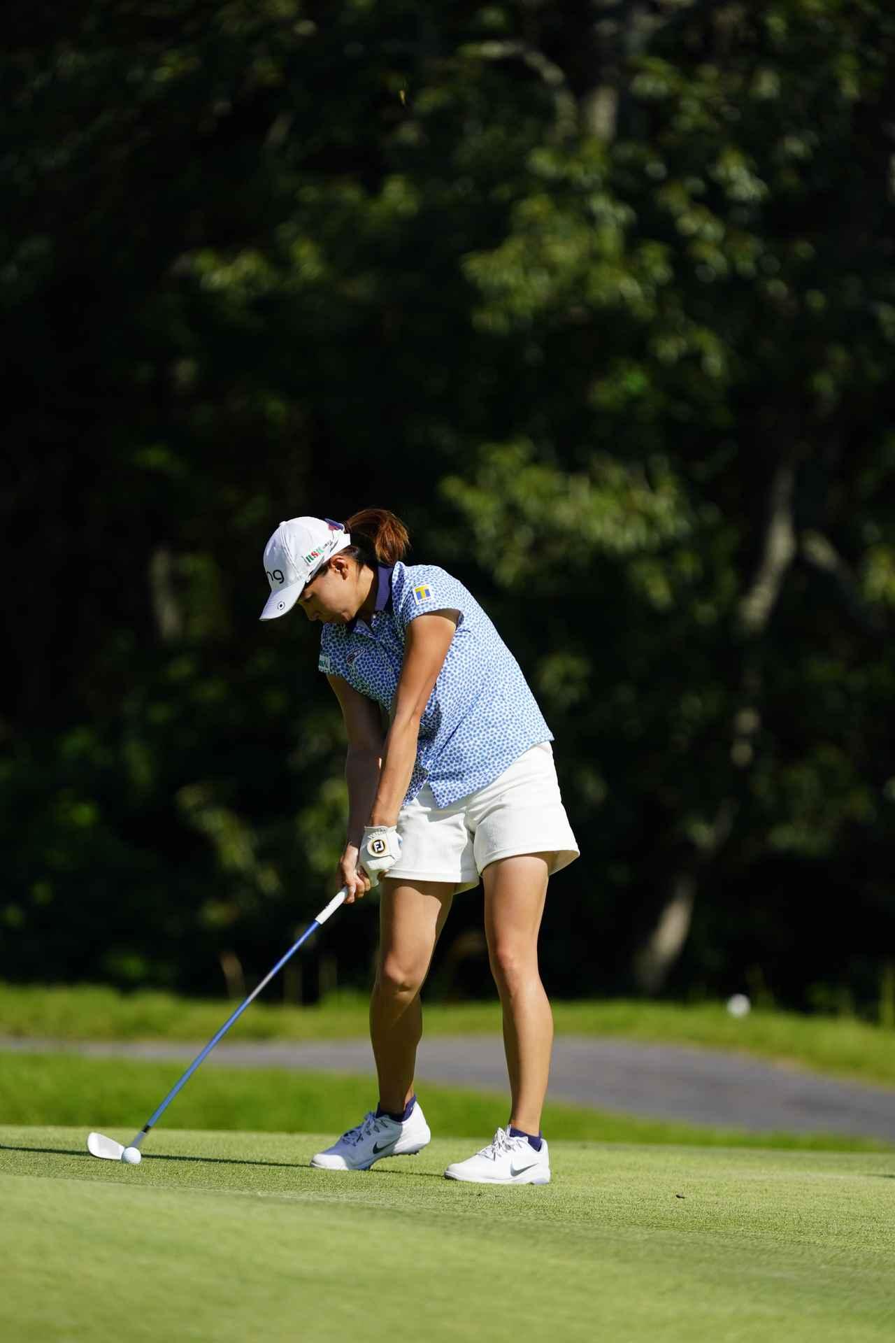 Images : 14番目の画像 - 渋野日向子 アイアン連続写真 - みんなのゴルフダイジェスト
