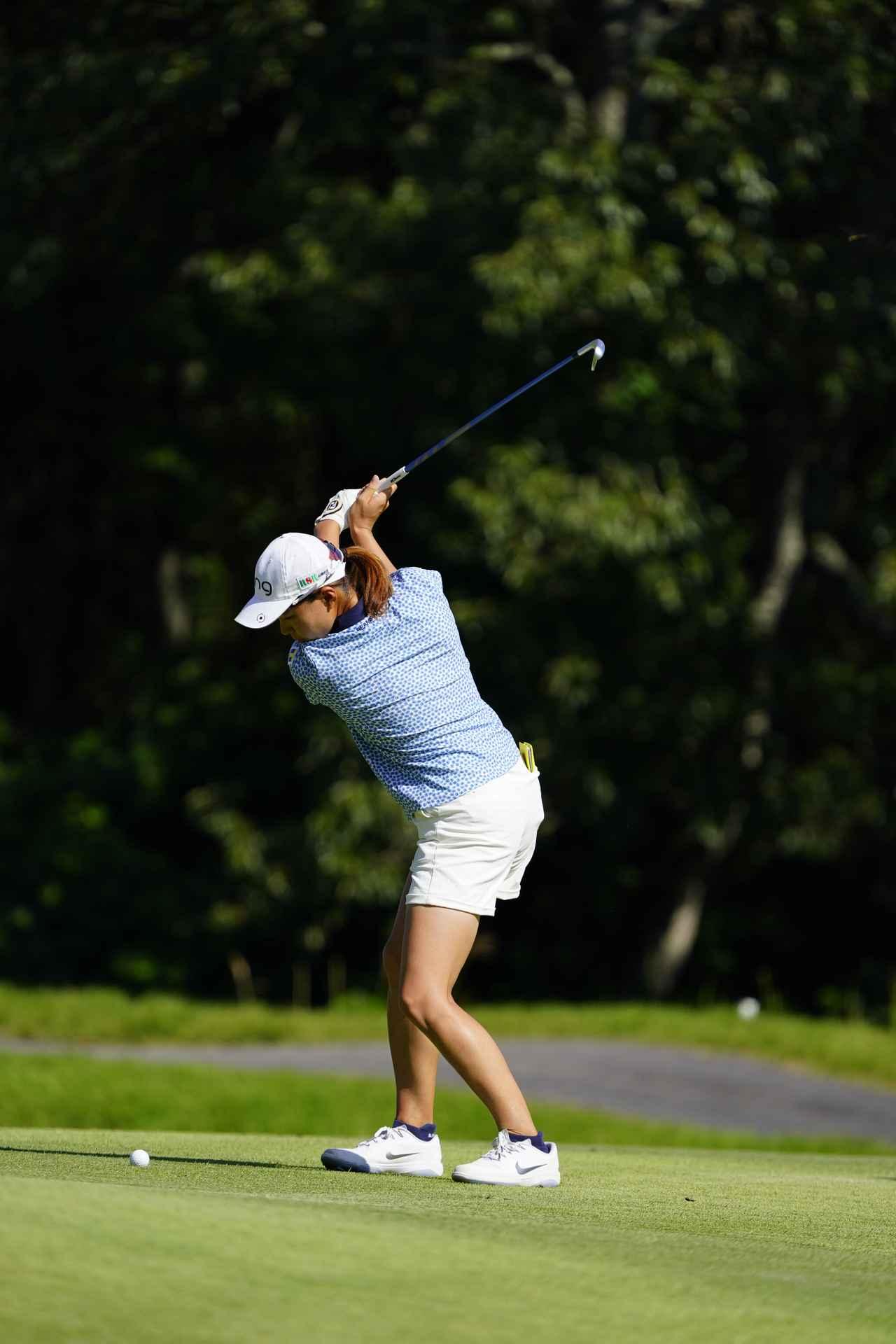 Images : 9番目の画像 - 渋野日向子 アイアン連続写真 - みんなのゴルフダイジェスト