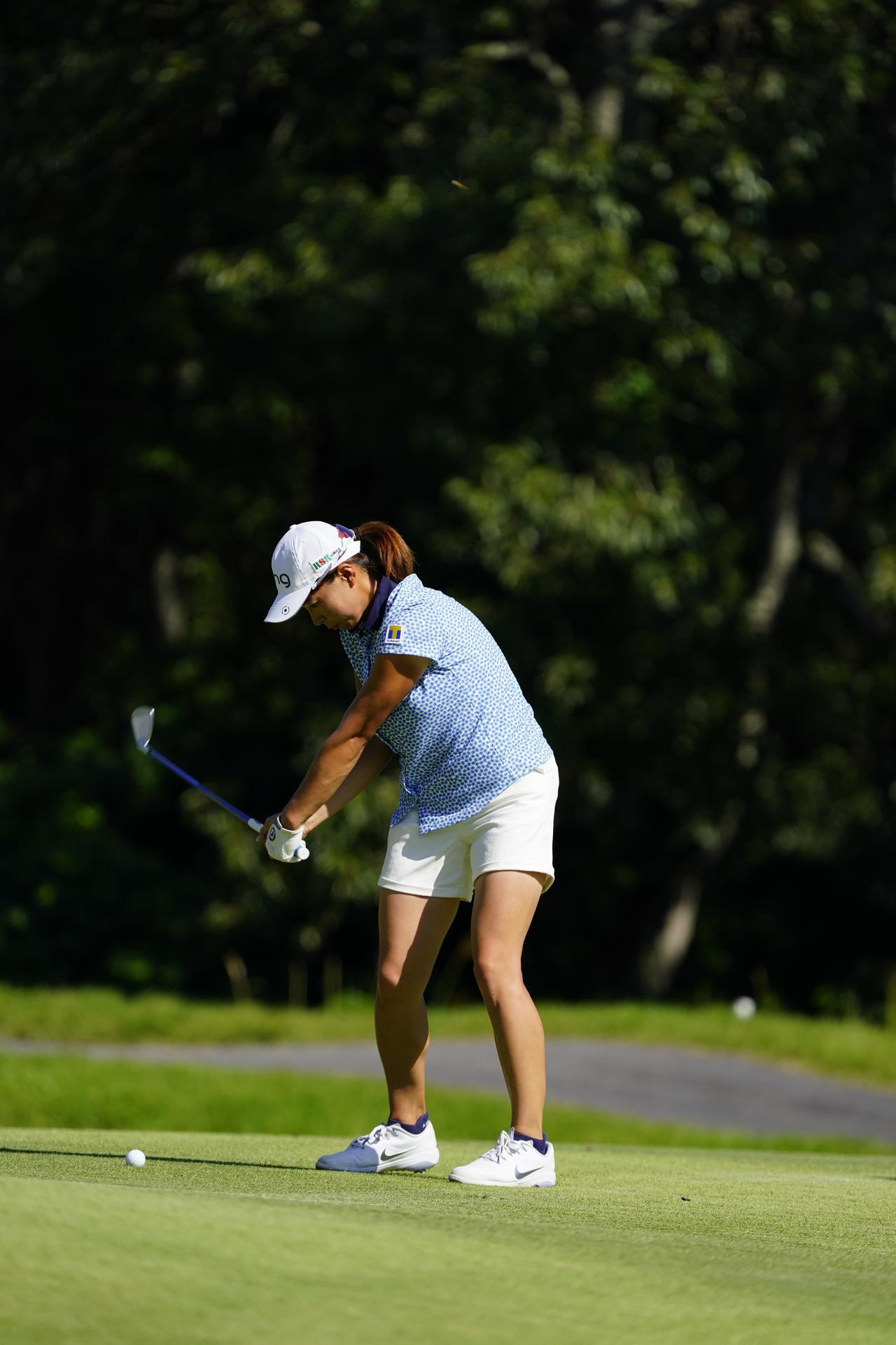 Images : 13番目の画像 - 渋野日向子 アイアン連続写真 - みんなのゴルフダイジェスト