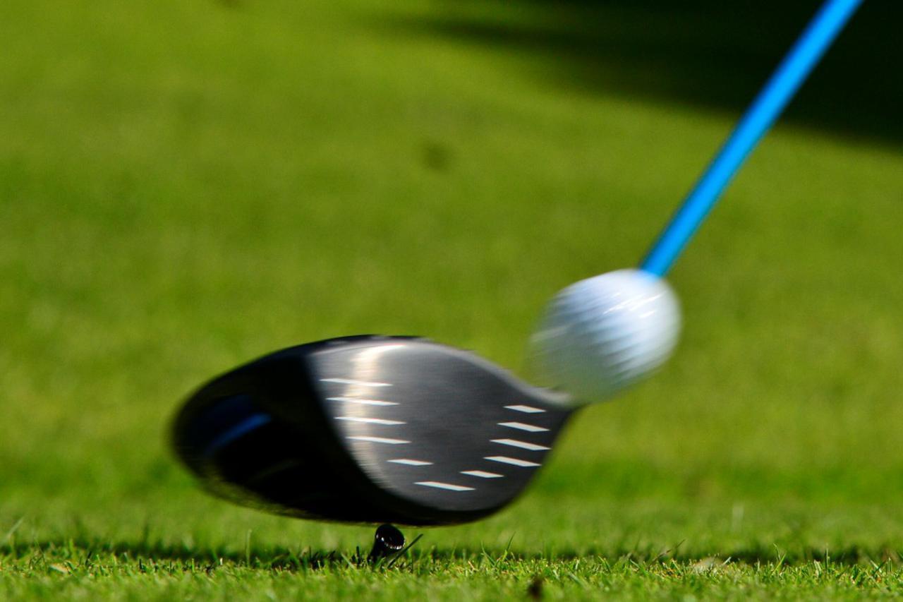 画像: いつでもナイスショット! とはいかないのがゴルフ。あなたはスライスとチーピンどちらのミスが多い?(撮影/増田保雄)