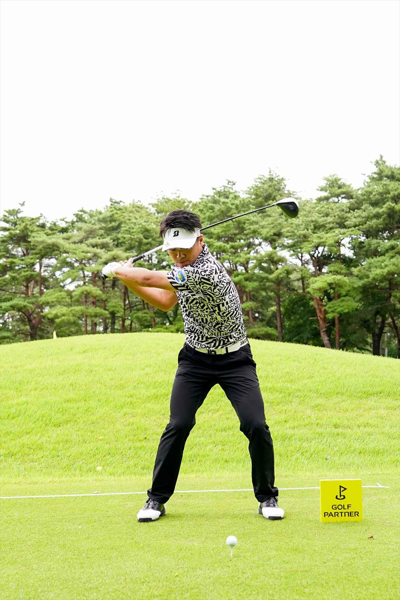Images : 5番目の画像 - 関藤直煕 ドライバー正面連続写真 - みんなのゴルフダイジェスト